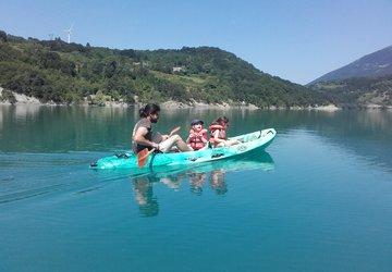 Kayak en famille sur le lac du Sautet