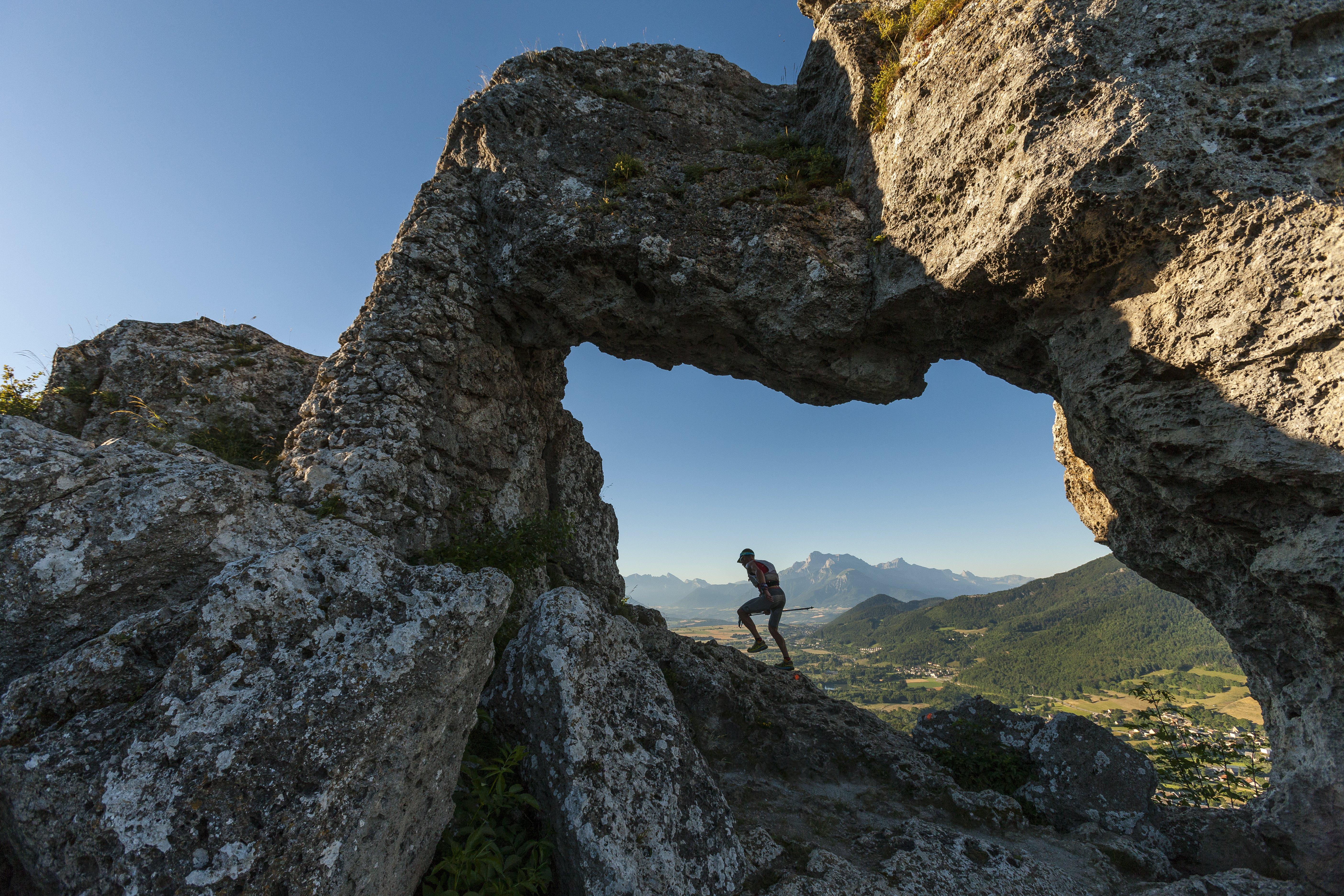 Trail des Passerelles passage Ö la Pierre PercÇe-Cp  L Montico.jpg