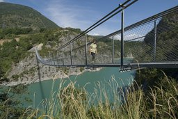 Passerelle du Drac, la première des Passerelles Himalayennes sur le lac du Monteynard