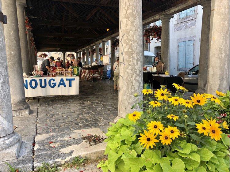 Photo 3 La Mure's market