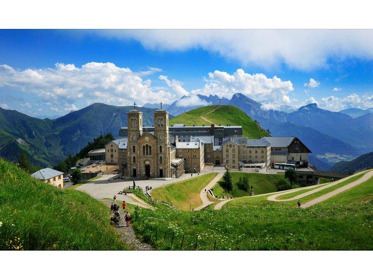 Photo 7 Entre spirituel, spiritueux et bien-être : Notre-Dame-de-la-Salette, distillerie la Salettina et balnéo