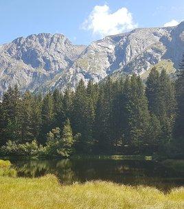 Wandeltocht : het pad van de drie meren die naar Poursellet leidt.